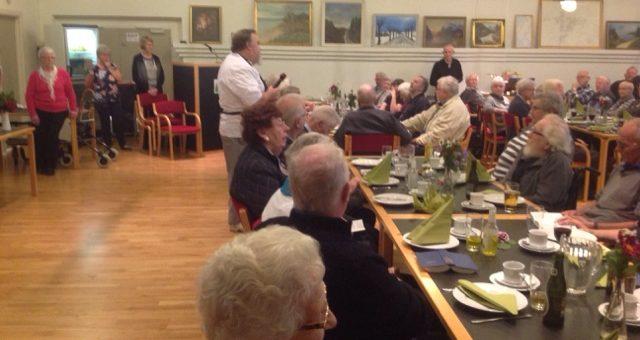 Middag for omegnens pensionister og Friplejehjemmets beboer