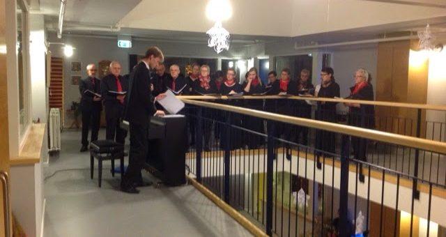 Luciaoptog og julesange ved kirke koret