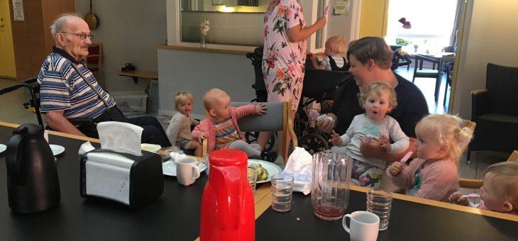 Dagplejebørn på besøg